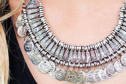 necklace, necklines, tutrle neck, jewellery,earings,choker,collar,crew neck,scoop neck, strapless, boat neck, square neck, asymmetric neck, V neck, halter neck, sweetheart,cowl